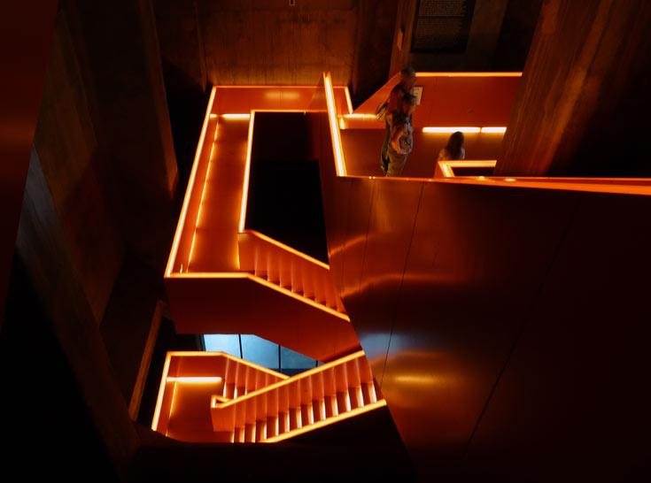 המדרגות עוצרות הנשימה שתיכנן האדריכל רם קולהאס במוזיאון הראשי בצולווריין (צילום: נטע אחיטוב)