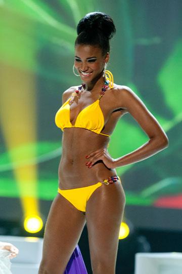 """מיס יוניברס החדשה בבגד הים של """"קטלינה ברזיל"""" (צילום: אתר מיס יוניברס)"""