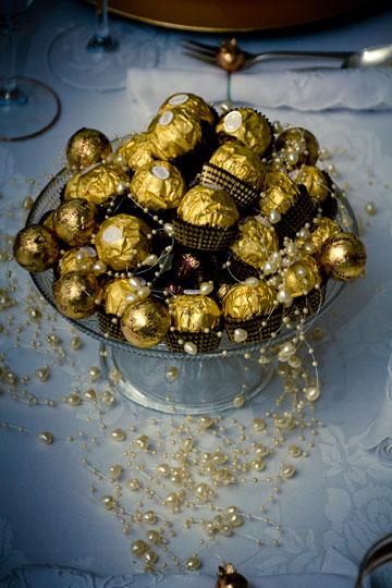 גם כלי עם ממתקים יכול להפוך את השולחן לחגיגי יותר (צילום: יוחי מנדיל)