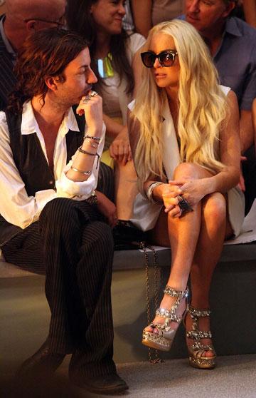 לינדזי לוהן בתצוגת האופנה של סינתיה ראולי. מסרבת להירגע (צילום: gettyimages)