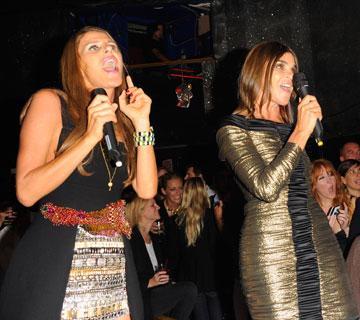 רויטפלד (מימין) ודלו רוסו במופע קריוקי משותף בשבוע האופנה בניו יורק (צילום: gettyimages)