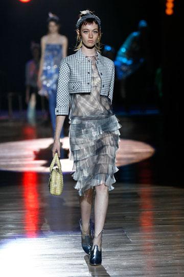 תצוגת הקיץ של מארק ג'ייקובס. מעצב האופנה מוכיח שהוא הגדול מכולם (צילום: gettyimages)
