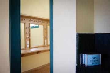 הכניסה לחדר השחקנים (צילום: אדוארד קפרוב)