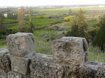 גבעת כורכר המשקיפה על עמק חפר ממזרח ועד הים ממערב. ביתן אהרון (צילום: אריאלה אפללו)