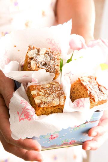 עוגת דבש עם תמרים ותפוחים (צילום: דני לרנר, סגנון: חמוטל יעקובוביץ')