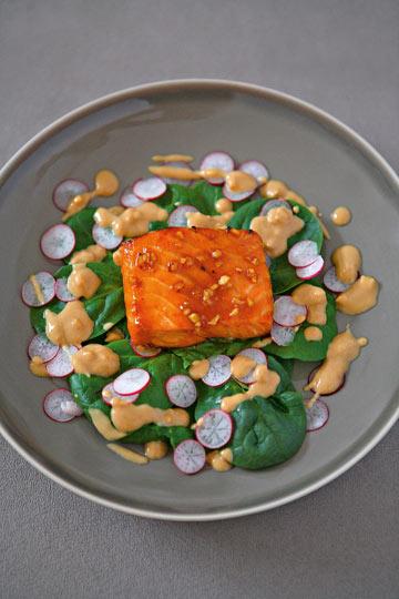 דג סלמון בזיגוג סויה דבש (צילום: ליסה ברבר)
