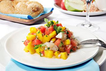 סביצ'ה דג ופירות (צילום: עמי סיאנו, סגנון: שניר שרוני)