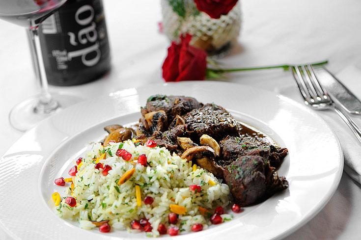 תבשיל בקר ופטריות ברכז רימונים ויין אדום (צילום: דודו אזולאי)