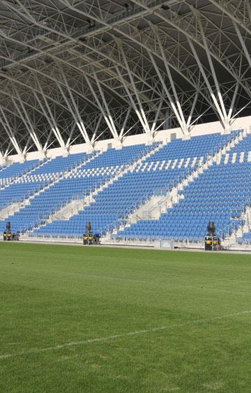 אצטדיון המושבה פ''ת. מי צריך עוד אצטדיון? (צילום: עידו ארז )