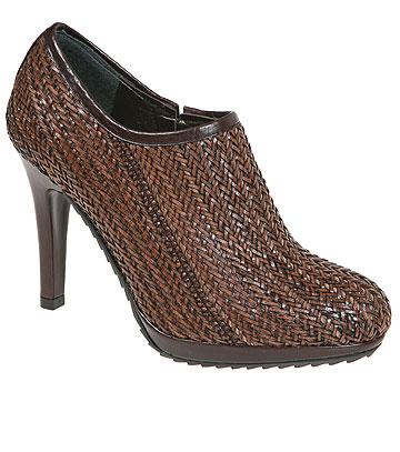 משיק - סטיוארט וייצמן. 30 אחוז הנחה בקניית זוג נעליים אחד או 40 אחוז הנחה בקניית שני זוגות (צילום: טל טרי)