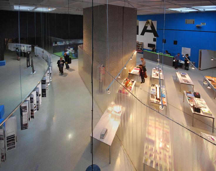התערוכה בברביקן מציגה את הווי המשרד של קולהאס, כולל התכתבויות הפקס שלו (האיש אינו משתמש בדואר אלקטרוני) (צילום: Lyndon Douglas)