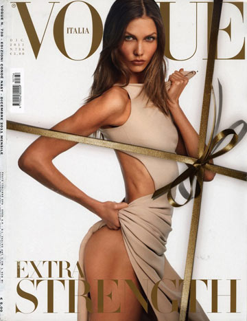 קרלי קלוס על שער ווג איטליה. אמורה לייצג את האישה הבריאה והספורטיבית