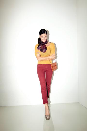 סנדי בר בקמפיין סתיו-חורף 2011-12 של הוניגמן. ''יש לה 'סיי' על הסט'' (צילום: יניב אדרי)