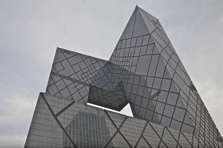 אחד הסמלים של האימפריה הסינית המתחדשת: בניין תחנת הטלוויזיה CCTV בבייג'ין, בתכנון משרדו של קולהאס (צילום: philippe ruault)
