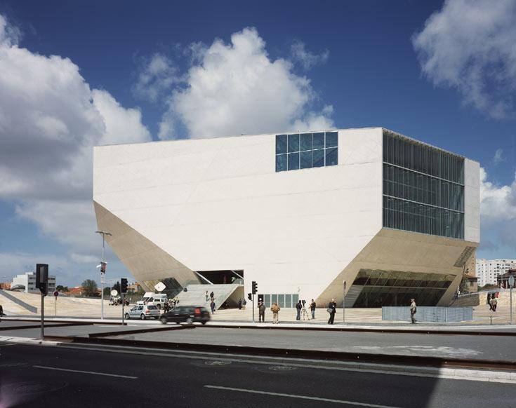 בית המוזיקה בפורטו, פורטוגל. אחד האייקונים הידועים בעולם בעשור האחרון, שגם הצליח להפוך את העיר הרדומה למוקד עלייה לרגל (צילום: philippe ruault)