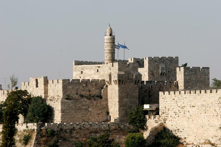 ריחוף מול החומות. העיר העתיקה (צילום: דן בלילטי)