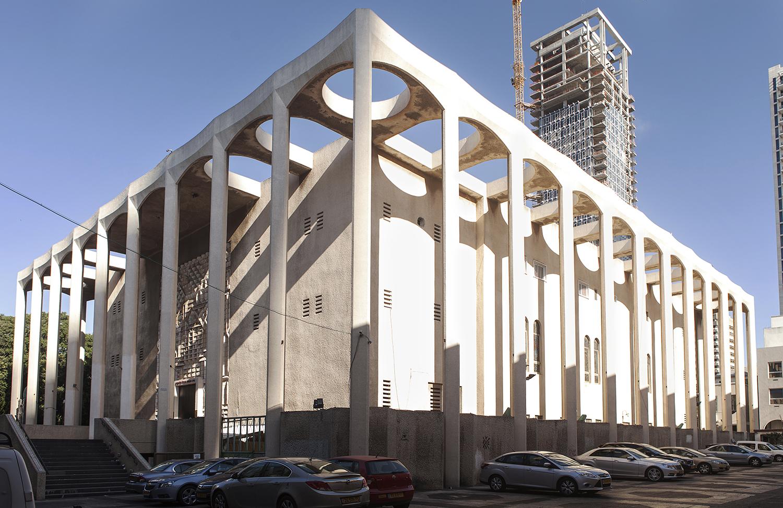 עלייתו ונפילתו של בית הכנסת הגדול באלנבי. לחצו לכתבה (צילום: איל תגר)