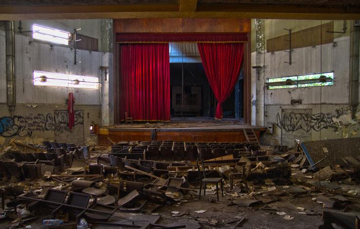 לחצו לסיבוב פרידה בקולנוע ''רמה'' לפני הריסתו (צילום: יניב ברמן)